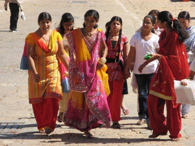 http://www.demulder.info/fr/perso/voyages/2008_10_Inde/33_Inde_Jaisalmer_Sari.JPG